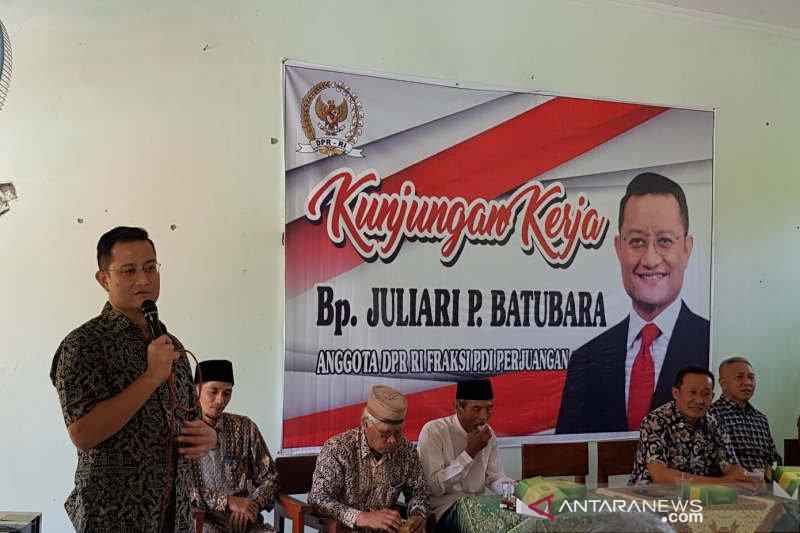 Juliari cek bantuan komputer sekolah pinggiran Semarang