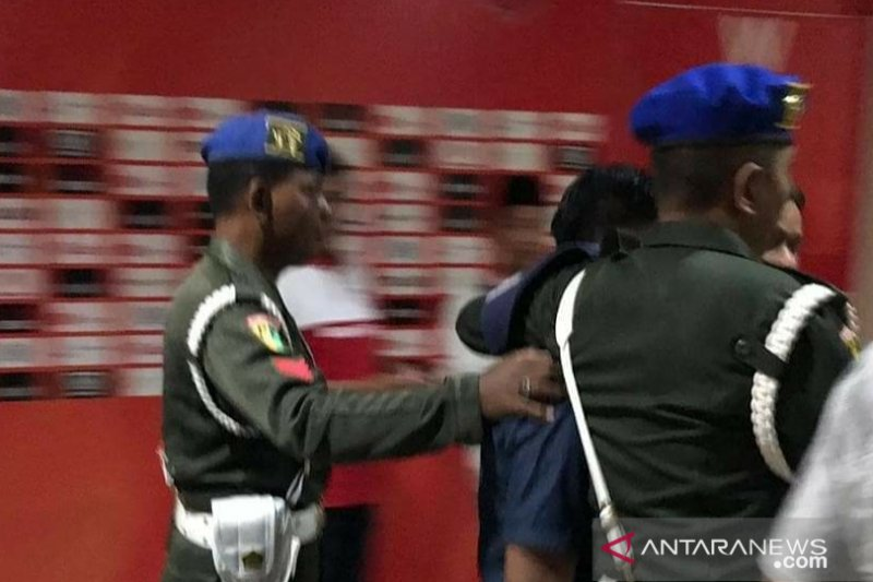 Bawa senjata api ofisial PSM  ditangkap aparat Polres Pamekasan