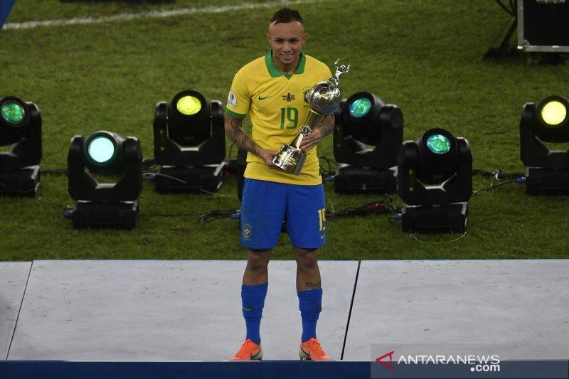 Pemain Brasil Everton sabet Sepatu Emas dan Pemain Terbaik Copa America