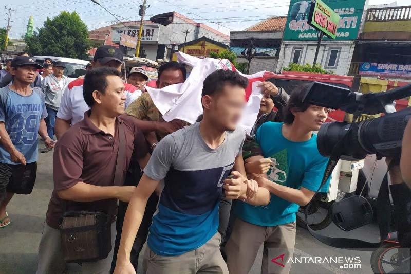 Mencuri di sejumlah kios, petugas keamanan Pasar Karanglewas ditangkap pedagang