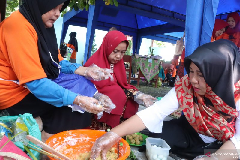 In Pariaman Expo 2019, there is a sala lauak cooking competition