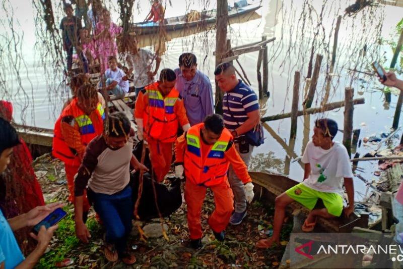 Penambang sampan temukan mayat terapung di Sungai Siak