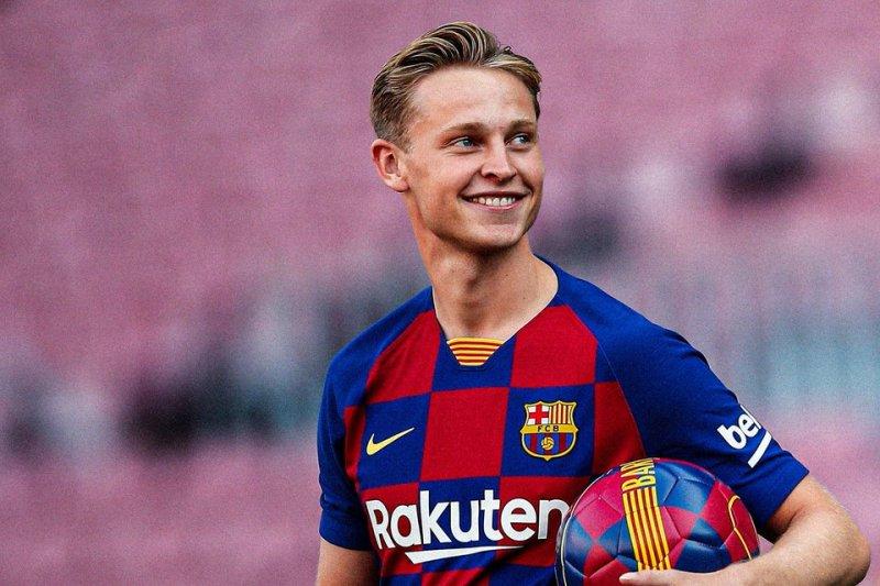De Jong emoh dibandingkan legendaris Barcelona