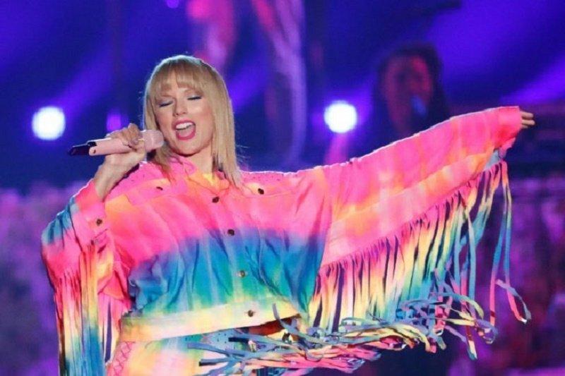 Taylor Swift dinobatkan sebagai artis dengan penghasilan tertinggi di dunia versi Forbes