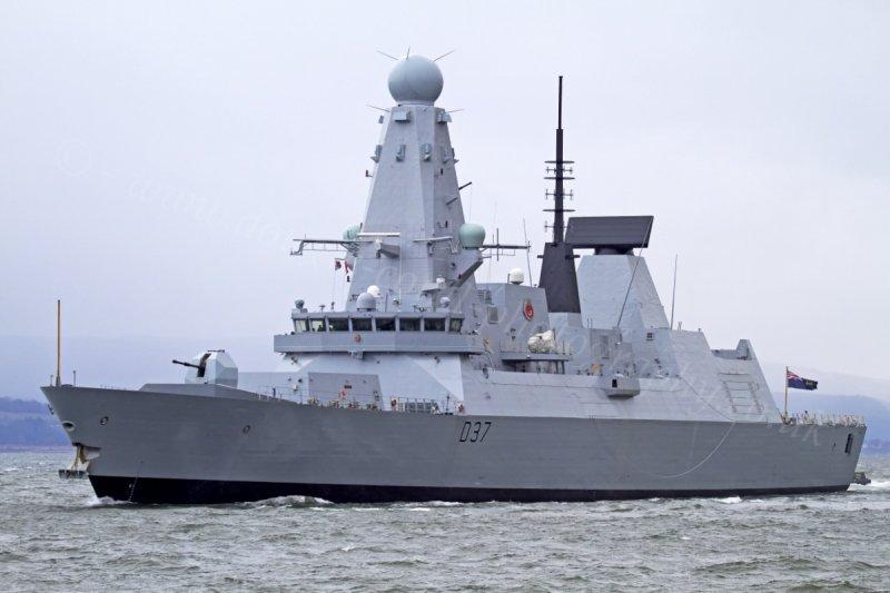 Inggris kerahkan kapal perang lain ke Teluk