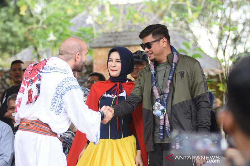 Mahasiswa 12 negara meriahkan parade bunga Beautiful Malino
