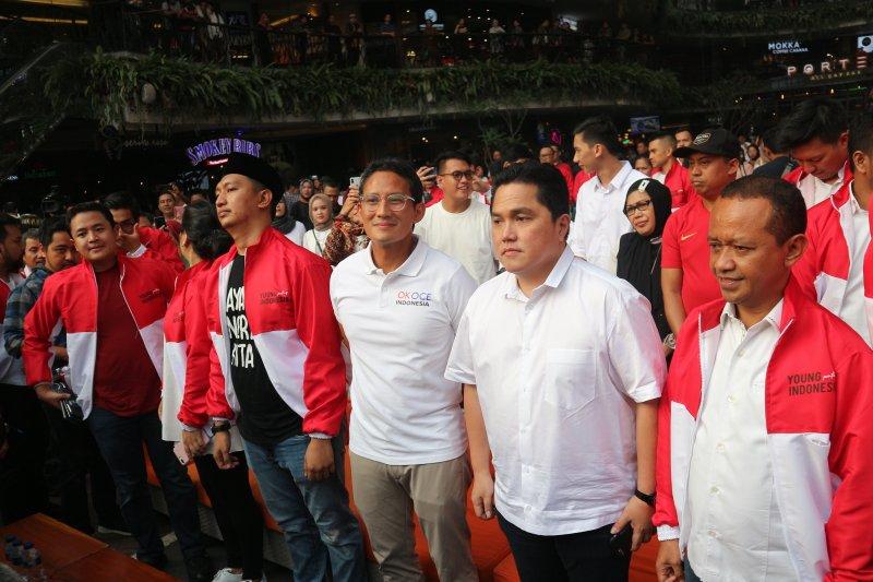 Kaum milenial pendukung Jokowi dan Prabowo membaur dalam merah putih