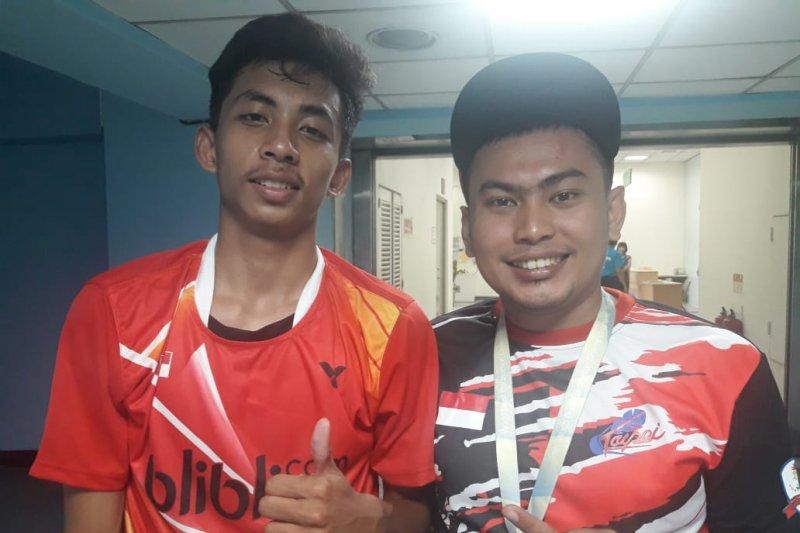 Dua emas kejuaraan dunia bulutangkis tuna rungu dari Ilyas untuk Indonesia