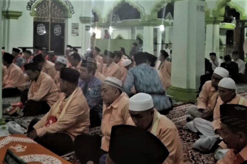 Lepas 143 calhaj, Wali Kota Magelang ingatkan jaga kekompakan