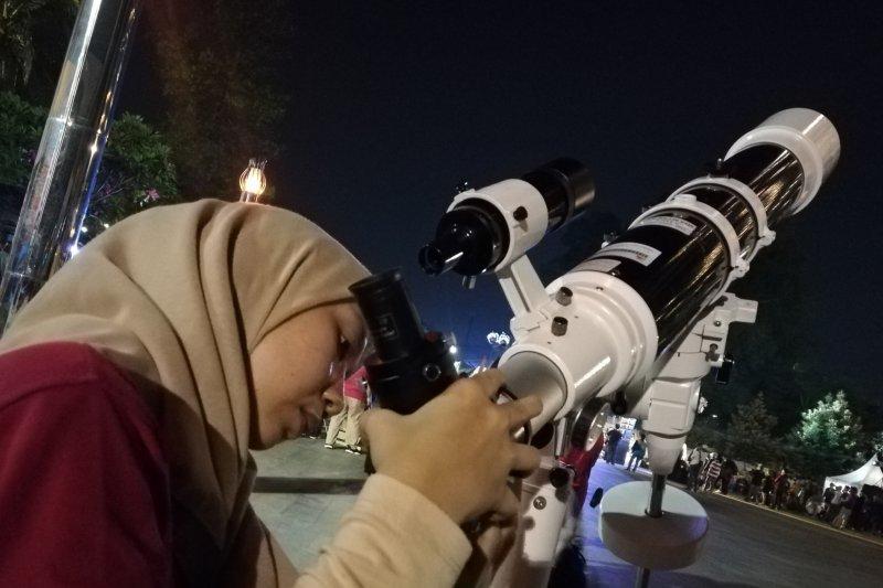 Pelajari kehidupan di luar bumi, China luncurkan teleskop raksasa