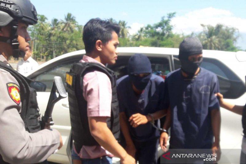 Dua pencuri cabai ditahan