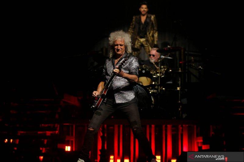 Band Queen tayangkan konser tribute Freddie Mercury untuk galang dana
