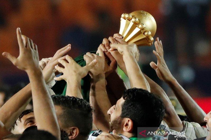 Seperti ini suka cita Belmadi bersama trofi Piala Afrika kedua Aljazair
