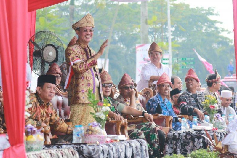 Puluhan kelompok masyarakat Sumsel karnaval khebinekaan