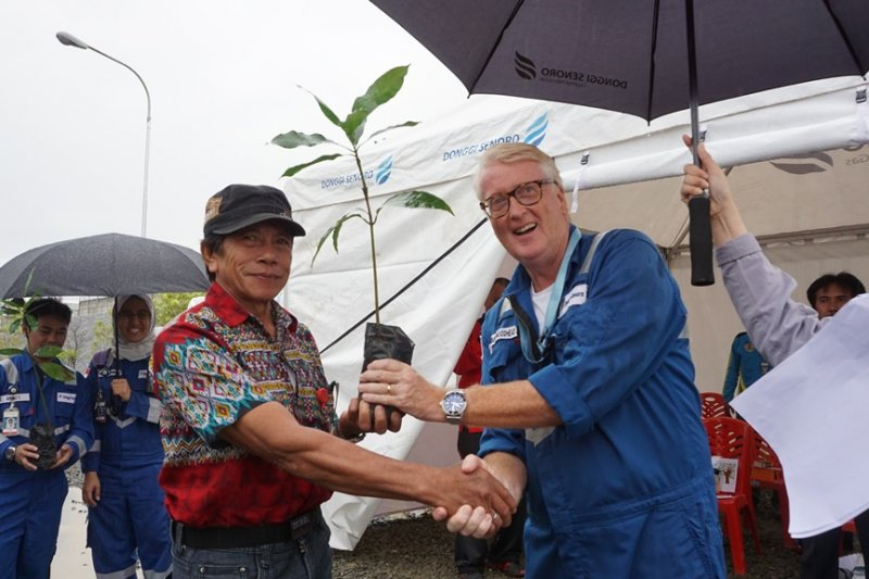 Peringati Hari Lingkungan Hidup, DSLNG Tanam 700 bibit pohon