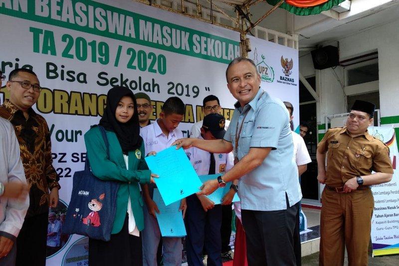 Baznas Semen Padang salurkan bantuan masuk sekolah untuk 1.315 pelajar