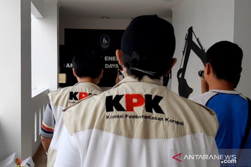 KPK lanjutkan penggeledahan di Dinas ESDM dan DLHK Kepri