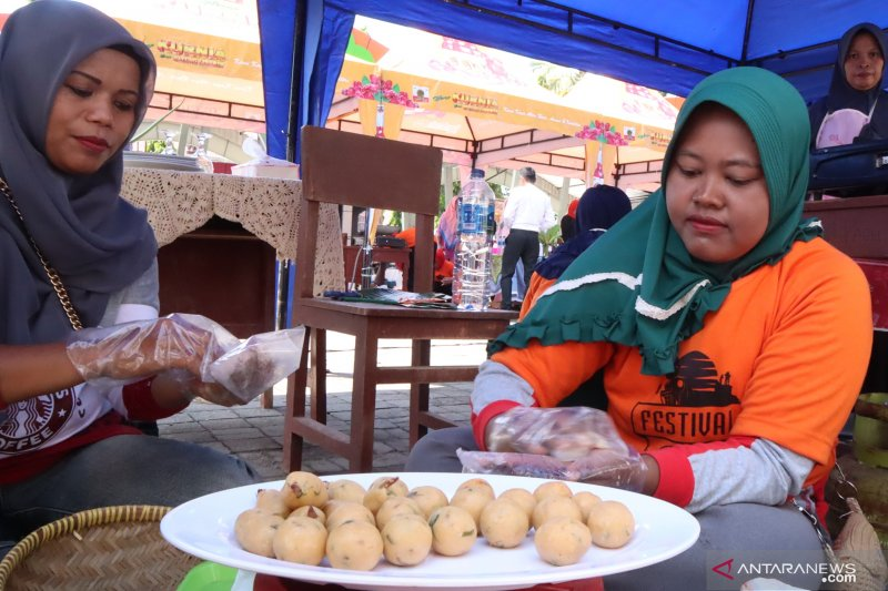 Pedagang sambut baik rencana membuat kemasan khusus oleh-oleh Sala Lauak