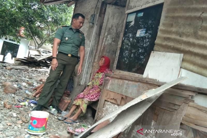 TNI bantu pembangunan rumah warga miskin di Kabupaten Garut