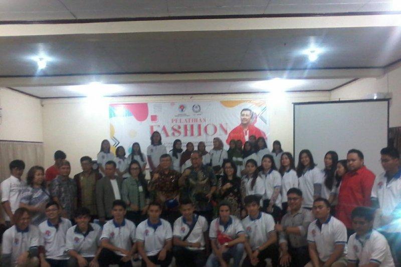 Kemenpora gelar pelatihan peningkatan kreatifitas pemuda di Manado
