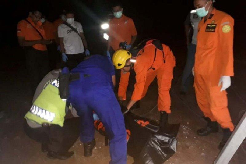 Empat pekerja sedang perbaiki kapal meninggal akibat keracunan gas