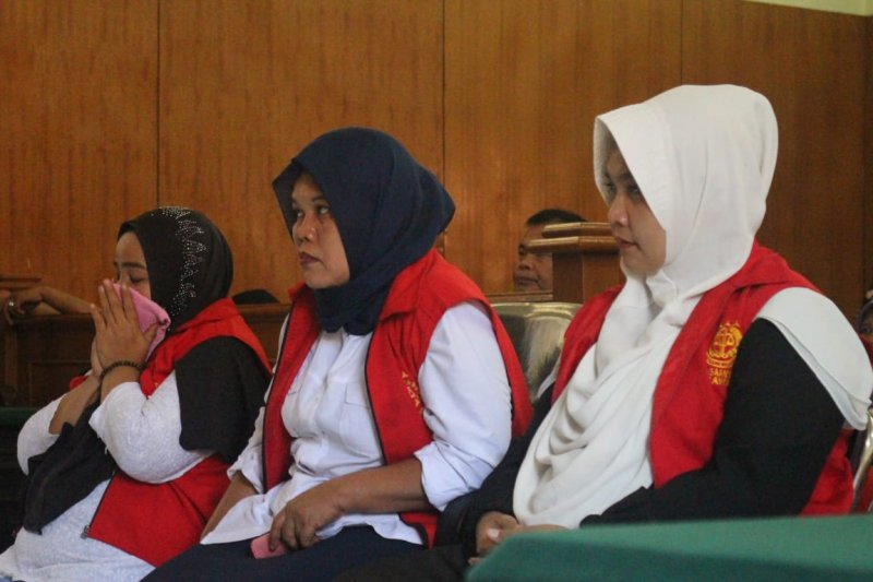 Tiga oknum pelaku kampanye hitam Jokowi divonis enam bulan penjara