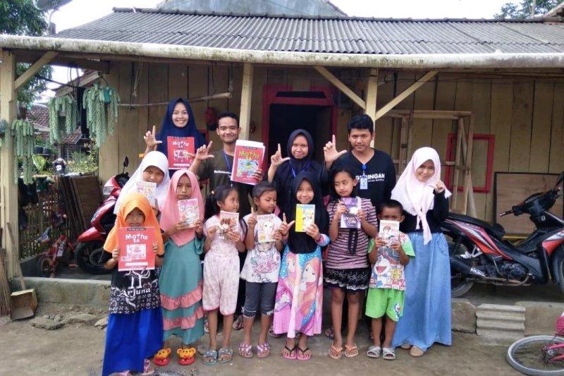 Mahasiswa KKN Unila bangun 15 titik lamban baca di Lampung Barat