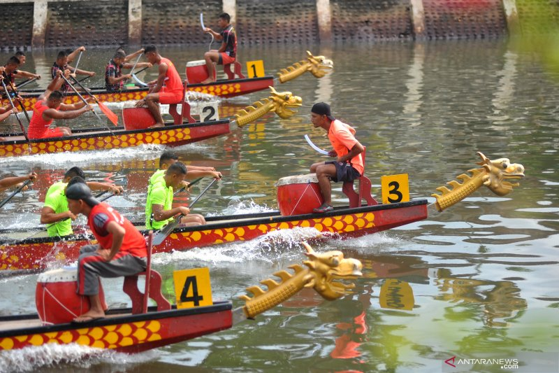 Lantamal VI gelar lomba perahu naga peringati HUT ke-74 TNI AL