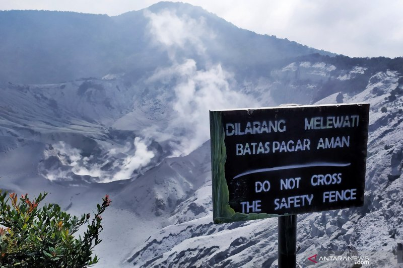 Petugas PVMBG benarkan Gunung Tangkuban Parahu kembali erupsi