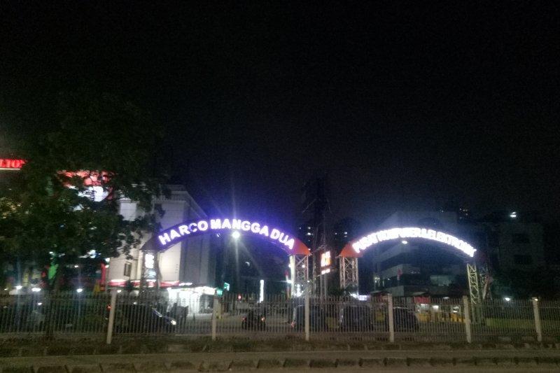 Pengunjung mall  Mangga Dua dikejutkan gempa 7,4 SR