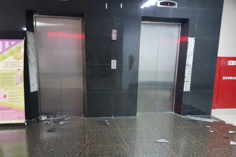 Akibat gempa dinding Gedung Fakultas Adab UIN Jakarta runtuh
