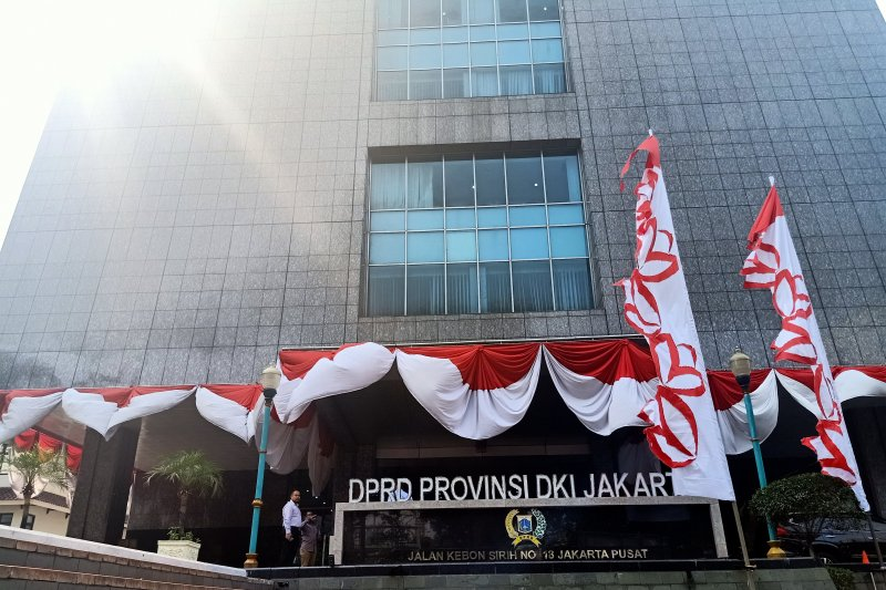 Seorang anggota dewan diduga terjangkit corona, Rapat Komisi B DPRD DKI ditunda