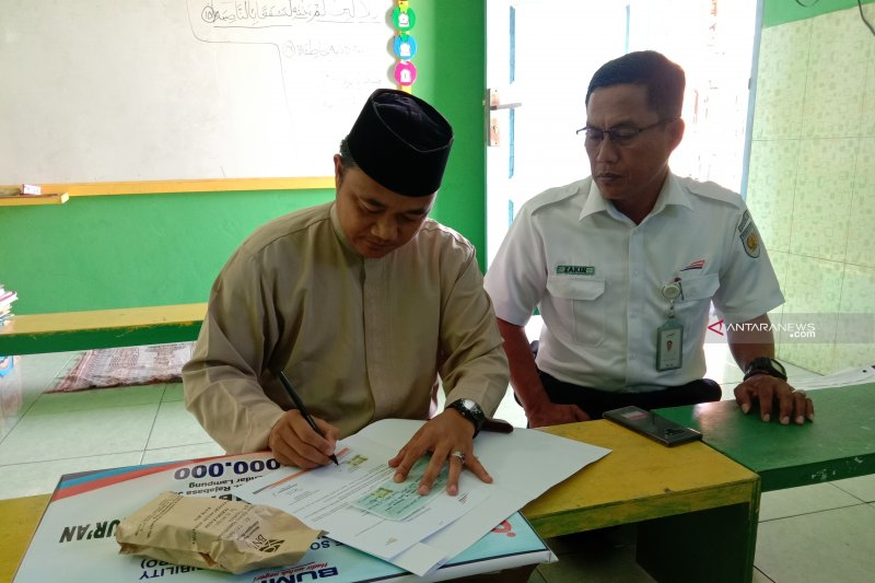 PT KAI salurkan bantuan CSR untuk warga Natar Lampung