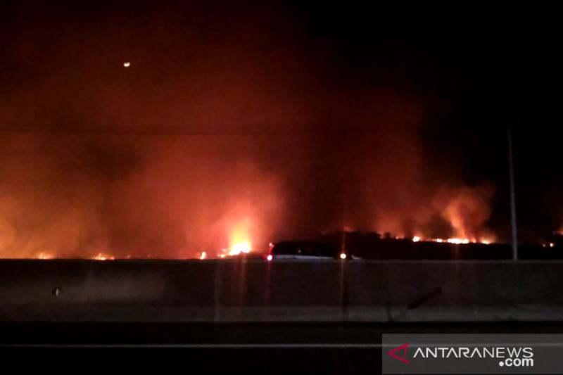 Arus  kendaraan Tol Palindra tidak terganggu kebakaran lahan