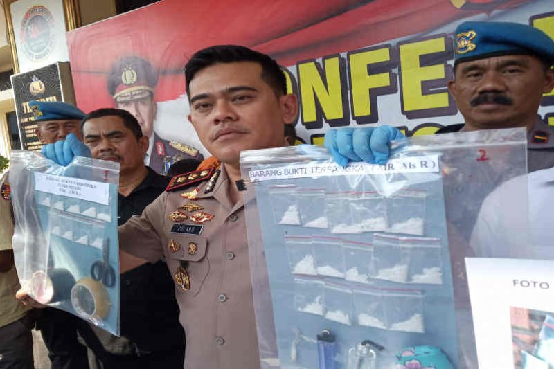 Polisi Cirebon bekuk empat pengedar narkoba jaringan lapas