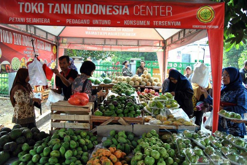Mentan bersama KSP Moeldoko pantau stok pangan di Pasar Mitra Tani Bogor