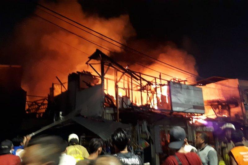 24 damkar dikerahkan padamkan kebakaran Pasar Kambing