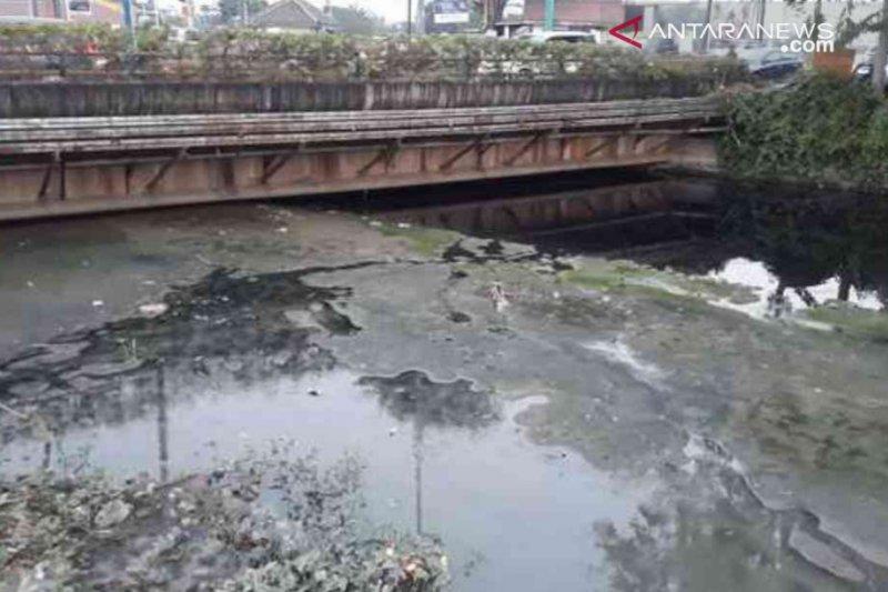 Kali Bekasi mengering, produksi air bersih PDAM turun