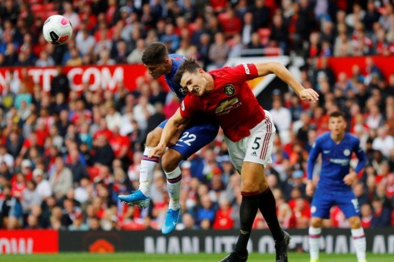 Maguire tolak Rp4,8 miliar per pekan dari City demi Manchester United