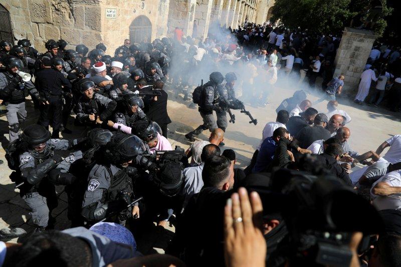 Israel serang jamaah shalat Idul Adha di Masjid Al Aqsha