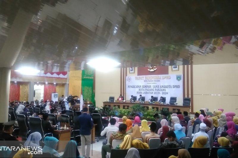Wali kota Padang Panjang ajak anggota dewan bersama-sama sering hadir di tengah masyarakat