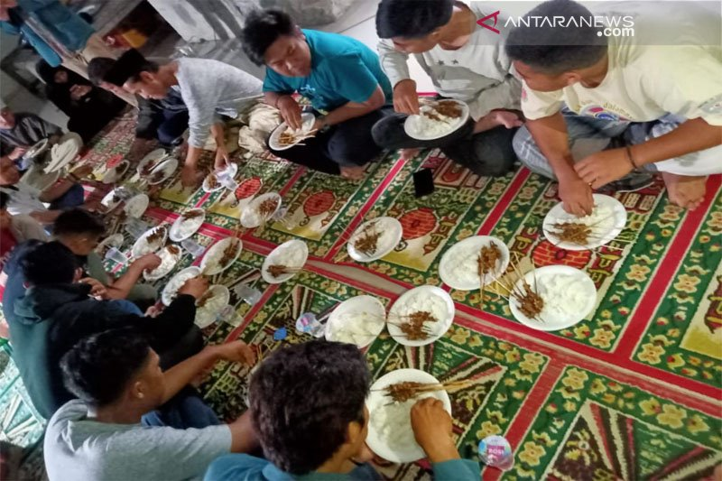 IPNU Parepare gelar lomba makan sate