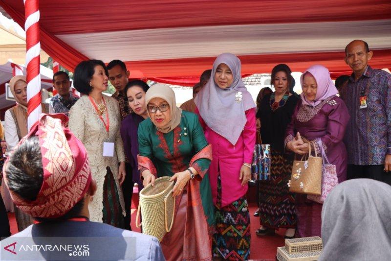 Mufidah Jusuf Kalla meresmikan Balai Kriya Dekranasda NTB