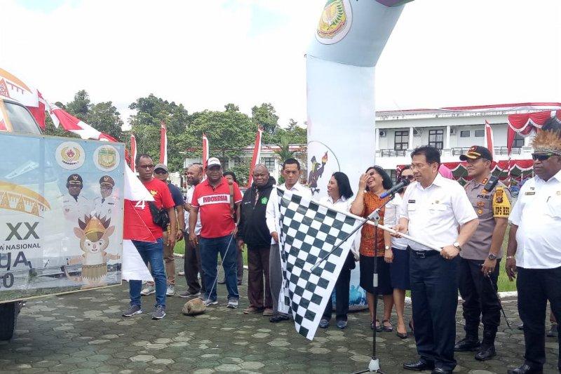 Karnaval kendaraan hias menghibur warga Timika