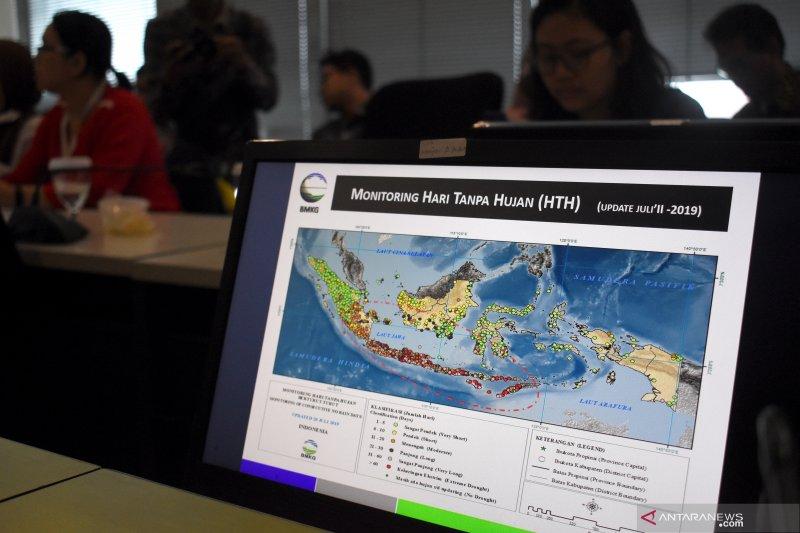 BMKG suplai informasi pertumbuhan awan untuk petakan lokasi operasi hujan buatan