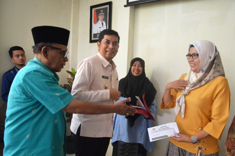 Baznas Sawahlunto salurkan zakat pendidikan