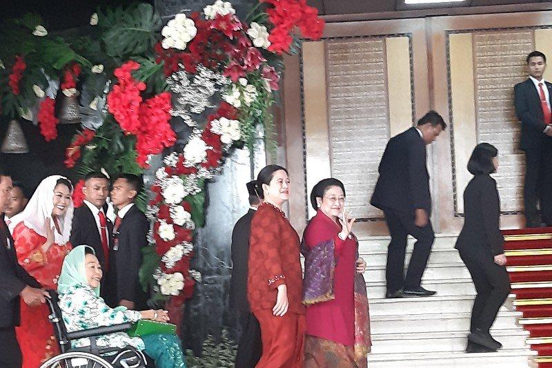 Sidang MPR, Presiden ke-5 Megawati kenakan kebaya merah