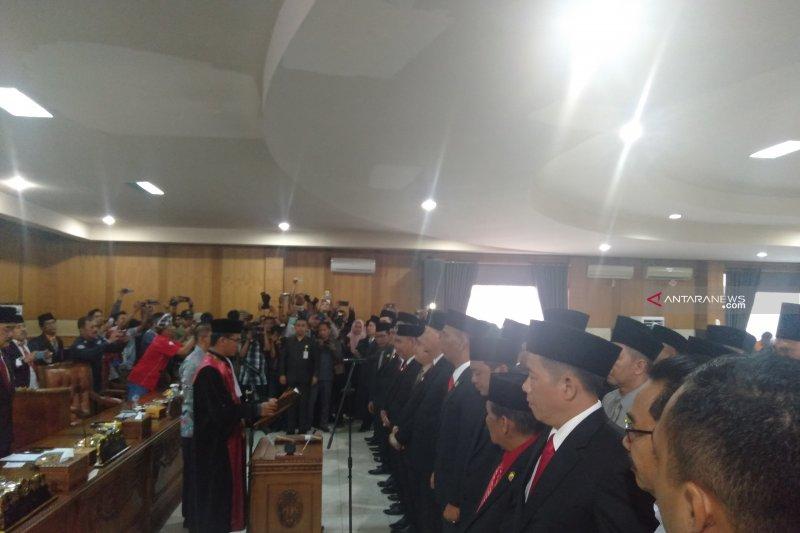 35 anggota DPRD OKU terpilih dilantik