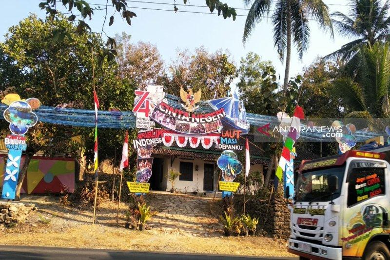 "Masyarakat Kulon Progo bangun gapura ""Cinta Negeri: Laut Masa Depanku"""