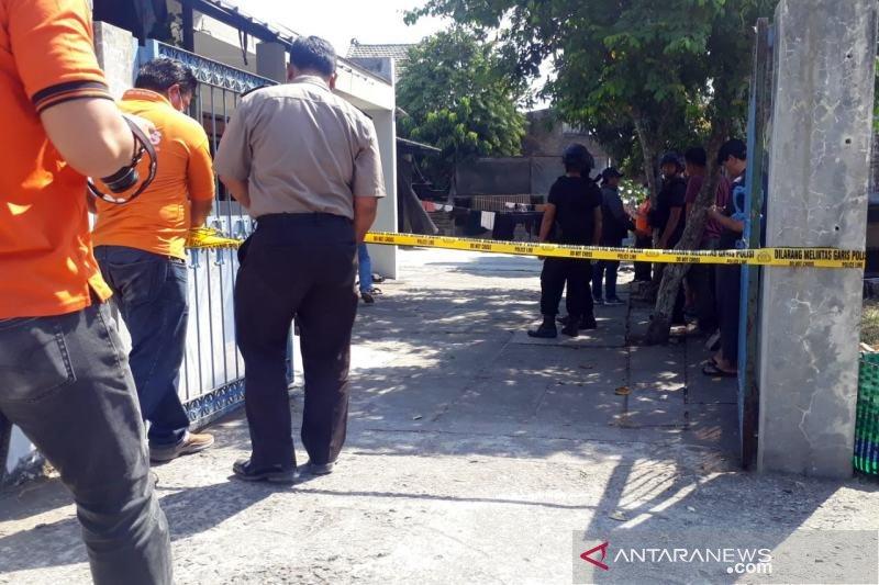 Densus 88 geledah rumah terduga teroris di Solo